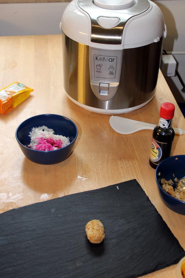 Reiskocher für den gefärbten Reis